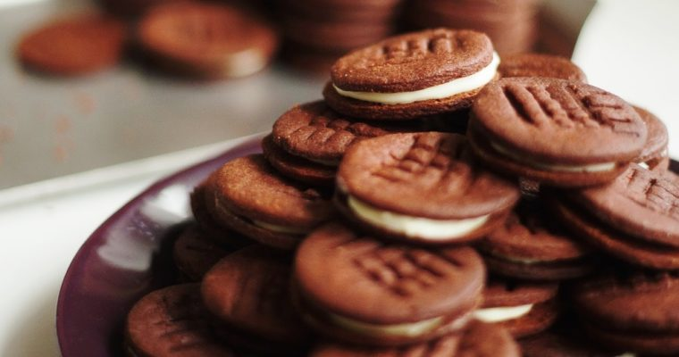 Čokoládové sušenky svanilkovým krémem