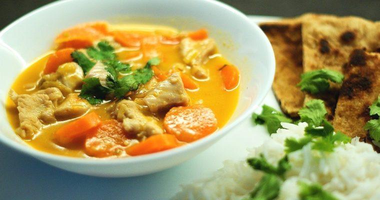 Thajské červené kuřecí kari smrkví