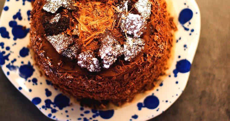 Hutný čokoládový dort