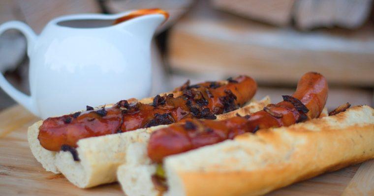 Hot dog(s) sBBQ omáčkou asmaženou cibulkou