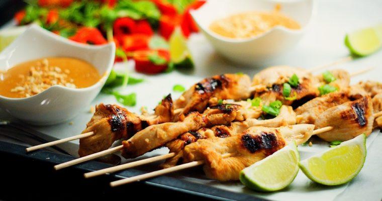 Thajské kuřecí satay sarašídovou omáčkou
