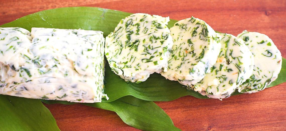 Bylinkové máslo s medvědím česnekem