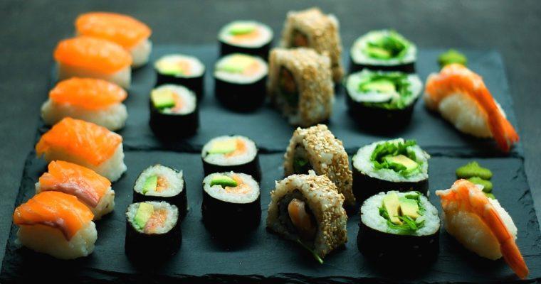 Sushi zčerstvého lososa akrevet