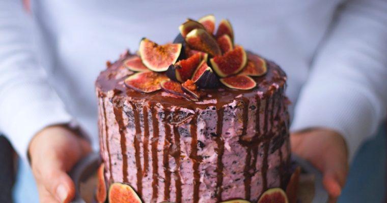 Fíkový dort sčokoládovým korpusem
