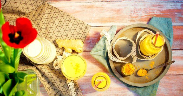 Indické mangové lassi se zázvorem akurkumou