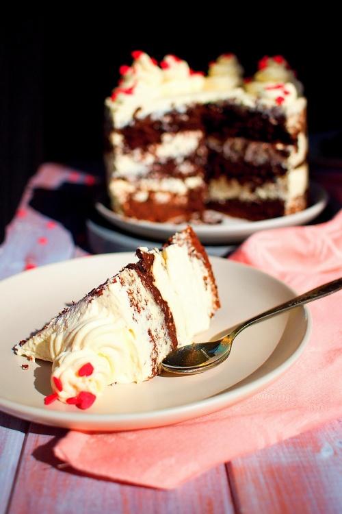 Naked red velvet cake s krémem s mascarpone